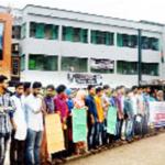 কুমিল্লা ভিক্টোরিয়া কলেজে শিক্ষার্থীদের মানববন্ধন