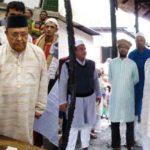 মুরাদনগরে অন্ধ ডিম বিক্রেতার পাশে দাড়ালেন এমপি ইউসুফ আব্দুল্লাহ হারুন