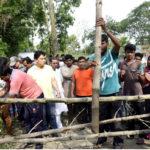 ব্রাহ্মণপাড়ায় প্রশাসনের হস্তক্ষেপে অবরুদ্ধ থেকে মুক্তি পেল ৩ শতাধিক লোক