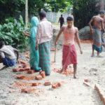 বরুড়ায় নিম্নমানের ইট দিয়ে সড়ক নির্মাণের অভিযোগ