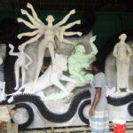 মুরাদনগরে প্রস্তুত হচ্ছে ১৫৩টি মন্ডপ ।। প্রতিমা তৈরির কাজ শেষ চলছে রং-তুলির খেলা