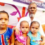 কুমিল্লার লালমাইয়ে বাবা হত্যার বিচারের প্রতিবাদ সভায় ৩ অবুঝ শিশু