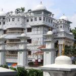 প্রত্যন্ত গ্রামে শত কোটি টাকার শ্বেতপাথরের রাজপ্রাসাদ