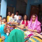 কুমিল্লা নগরীর কাপ্তানবাজারে কাপড় ও টাকা বিতরণ
