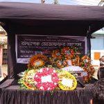 অধ্যাপক মোজাফফর আহমদের মরদেহ দেবিদ্বারের গ্রামের বাড়িতে নেওয়া হচ্ছে