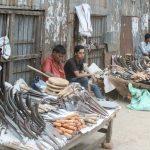 কোরবানীকে সামনে রেখে ছুরি,চাকু,ধামা,বটির রমরমা ব্যবসা