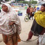 কুমিল্লায় দুই বছর ধরে মেয়েকে শিকলে বেঁধে ভিক্ষা করছেন মা
