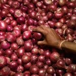 চাঁদপুরে পিয়াজের কেজি ২'শ ১০ টাকা: বিপাকে নিম্ন ও মধ্যবিত্ত পরিবার