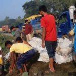 কুমিল্লা মাছবাহী ট্রাক নিয়ন্ত্রণ হারিয়ে নিহত ২