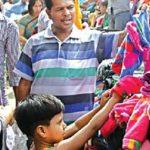 'চাইয়া লন দেড়শ-বাইছা লন দেড়শ' কুমিল্লার ফুটপাতের কাপড়ের ভাঁজে নিম্নবিত্তের উষ্ণতার খোঁজ