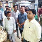 করোনা আতংকে দাম বৃদ্ধির গুজব:  দাউদকান্দিতে পৌরবাজার মনিটরিং করলেন ইউএনও