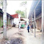 ব্রাহ্মণপাড়ায় ভ্রাম্যমান আদালতের অভিযান শুনে দোকানপাট বন্ধ করে ব্যবসায়ীরা লাপাত্তা