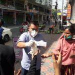 কুমিল্লা নগরীতে ছাত্রলীগ নেতার উদ্যোগে মাস্ক ও খাদ্য বিতরণ