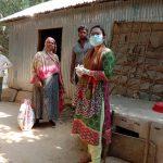 ব্রাহ্মণপাড়ায় মধ্যবিত্ত শ্রেণির লোকজনের বাড়িতে খাবার পৌছে দিচ্ছেন উপজেলা প্রশাসন