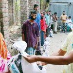 মুরাদনগরে খাদ্যসামগ্রী নিয়ে অসহায় মানুষের পাশে দাঁড়ালেন ব্যবসায়ী শামীম মিয়া
