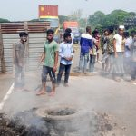কুমিল্লার চান্দিনায় বকেয়া বেতনের দাবীতে শ্রমিকদের মহাসড়ক অবরোধ:  মহাসড়কে আগুন