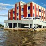 চাঁদপুরে নদীর বুকে ভাসছে সোয়া ২কোটি টাকার নবনির্মিত সাইক্লোন সেন্টার