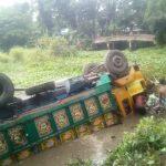 কুমিল্লার বি-পাড়ায় ট্রাক নিয়ন্ত্রণ হারিয়ে ডোবায়