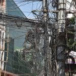 কুমিল্লা নগরীতে বিদ্যুতের তারের জটলা,বড় দুঘর্টনার আশংকা