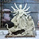 লাকসামে দূর্গা প্রতিমা তৈরির শেষ ব্যস্ততায় মৃৎ শিল্পীরা
