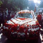 ফুলসজ্জিত গাড়িতে চড়ে কুমিল্লা থেকে বিদায় নিলেন এসপি নুরুল ইসলাম