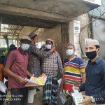 নগরীর চকবাজারে কাশারিপট্টি উন্নয়ন সংস্থা থেকে স্বাস্থ্য সুরক্ষার উপকরণ সামগ্রী বিতরণ