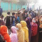 কুমিল্লার চান্দিনা পৌরসভায় ভোটগ্ৰহণ চলছে, কেন্দ্রে ভোটারদের দীর্ঘ লাইন