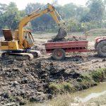 চান্দিনায় ফসলি জমির মাটি যাচ্ছে ব্রিকস ফিল্ডে: কমে যাচ্ছে আবাদি জমি