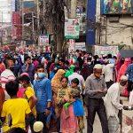 কুমিল্লার শপিংমলগুলোতে মানুষের ঢল: নেই করোনার ভয়, স্বাস্থ্যবিধি উধাও