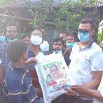 """কুমিল্লার উত্তরে """"হ্যালো যুবলীগ"""" এর উদ্যোগে অসহায়দের ঘরে ঘরে খাবার যাচ্ছে"""